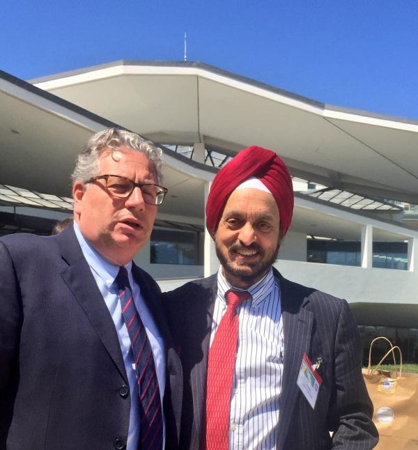 Prof. Luigi Marino con il Prof.Harminder Singh Dua