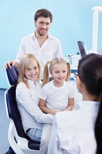 Famiglia dall'ortodontista