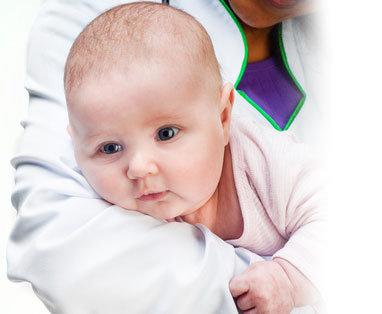 Il bagnetto del neonato unadonna