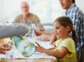 I pasti in famiglia proteggono i minori dai disturbi del comportamento, alimentari e non